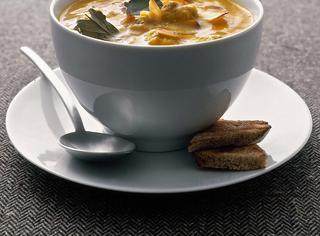 Zuppa di carote e polpette con mandorle e zafferano