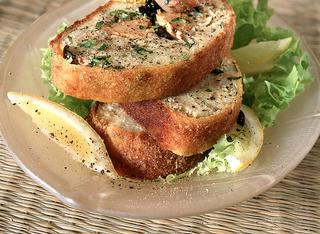 Polpettone di tonno, patate e acciughe