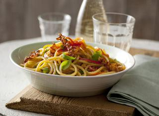 Ricetta: bucatini con lardo e peperoni