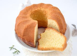 Come si fa la torta senza burro e senza uova