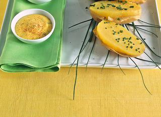 Patate all'erba cipollina con crema aromatica