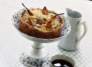 Tortino di pane e cioccolato con pere e cannella