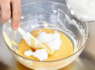 Mousse al limone con salsa di noci