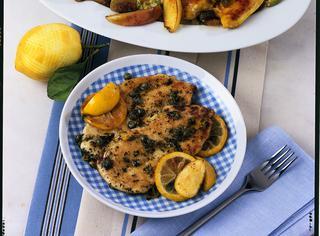 Pollo al curry con mele e uvetta