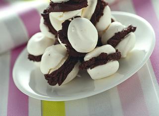Baci di meringa e gelato al cioccolato