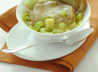 Zuppa povera di pane, patate e porri