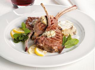 Ricetta: costolette di agnello con burro alle acciughe