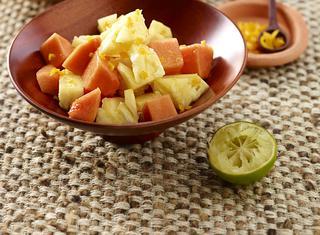 Ananas et papaye au piment (West Africa)