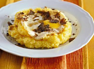Polenta aromatica con uovo al tartufo di Acqualagna