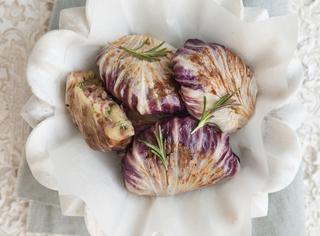 Fagottini di radicchio, patate e salsiccia