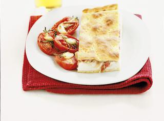 Spianata alla ricotta e pancetta con pomodoro