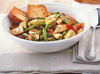 Zuppa di fagiolini e taccole al pomodoro