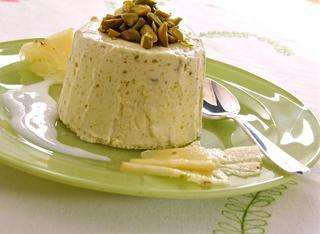 Parfait ai pistacchi in salsa di latte di mandorle
