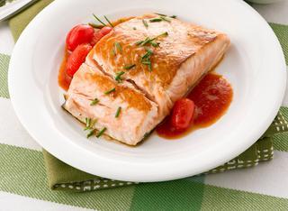 Tranci di salmone al pomodoro