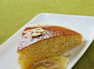 Ricetta: torta di ricotta con crema alle mandorle