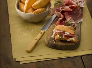 Il culatello con torta fritta e burro al rosmarino