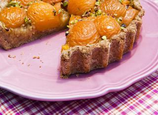La crostata integrale di albicocche e mele verdi