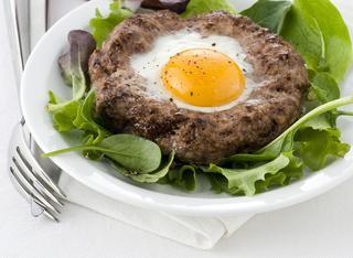 Hamburger al forno con uova