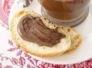 La crema spalmabile di cioccolato e nocciole