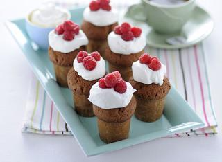 I mini muffin ai lamponi con panna montata
