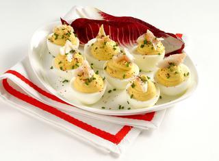 Uova ripiene con branzino