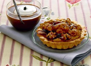 Crostatine alla crema di caffè con noci caramellate