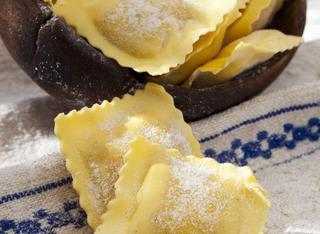Come fare i ravioli fatti in casa: pasta all'uovo, forme e ripieno