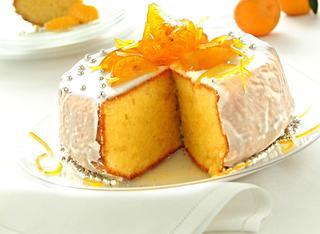 Torta soffice con glassa bianca