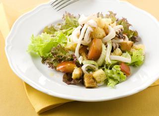Seppioline, pane e pomodori