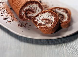 Rotolo al cioccolato farcito con ricotta