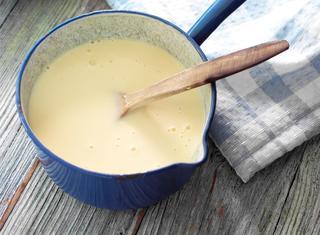 Fare la crema pasticcera senza uova, latte, zucchero, farina
