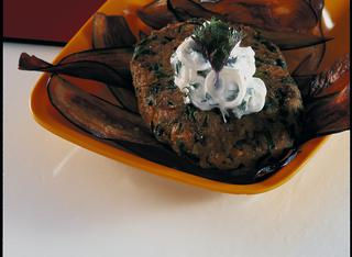 Hamburger vegetariano con salsa di yogurt