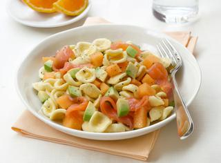 Orecchiette con avocado e salmone