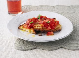 Bruschetta al pomodoro con olio, aglio e basilico