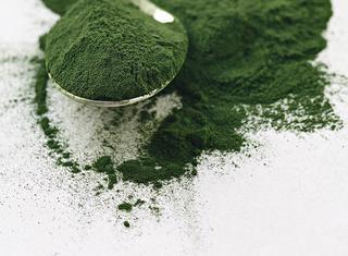 Alga Spirulina: le proprietà e come usarla in cucina
