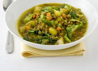 Ricetta: zuppa di lenticchie rosse e verza