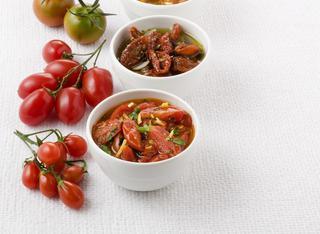 Salsa agrodolce con pezzi di pomodoro