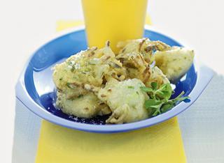 Frittelle di pasta cresciuta con zucchine e semi di finocchio