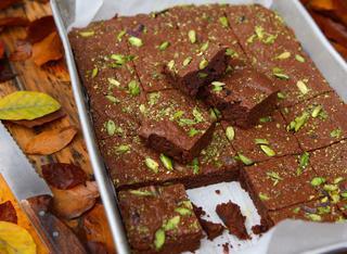 Brownies cioccolato pistacchi e zucchero scuro