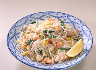 Come cucinare e servire gli spaghetti di riso