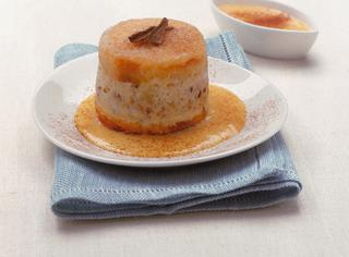 Sformatini dolci di pane con crema alla cannella