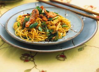 I noodles saltati con maiale e verdure