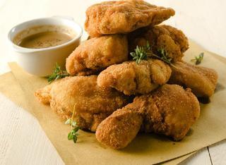 Cosce di pollo impanate e fritte all'americana