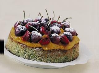 Torta al pistacchio con ciliegie