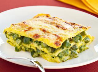 Lasagna allo zafferano con gli asparagi