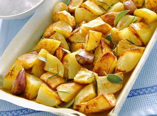 Come cucinare le patate al forno croccanti