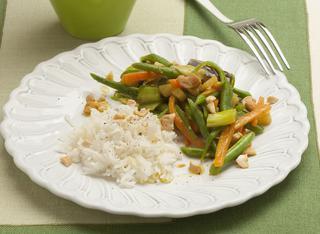 Cucinare il riso pilaf con verdure al curry