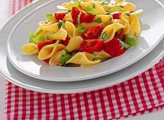 Farfalline pomodori e basilico