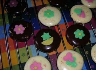 Come fare i biscotti alla panna glassati