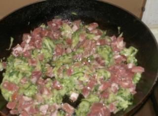 Sugo bianco di zucchine e pancetta